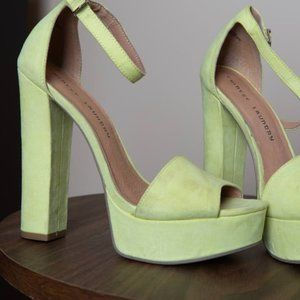Neon yellow suede Chinese Laundry heels 7.5